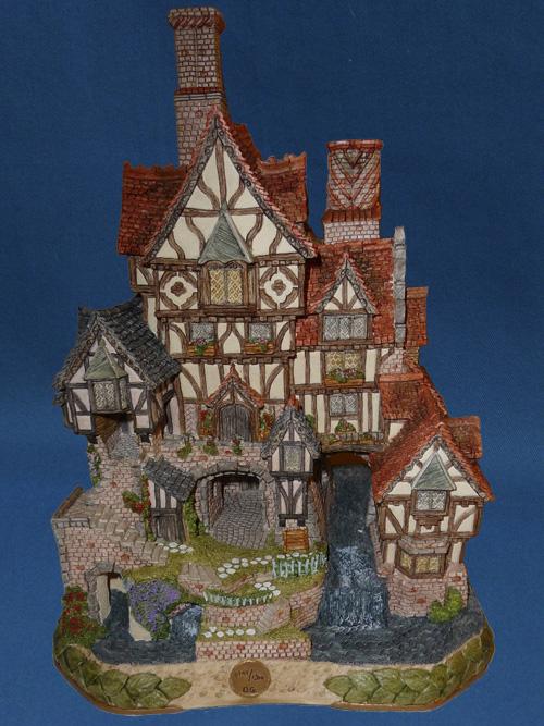 David Winter Cottage Collection Quindene Manor Premier
